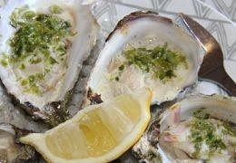 Huîtres gratinées à la laitue de mer et à l'échalote